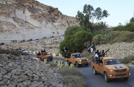 IBT's photo of an Islamic Youth Council convoy with ISIS flags
